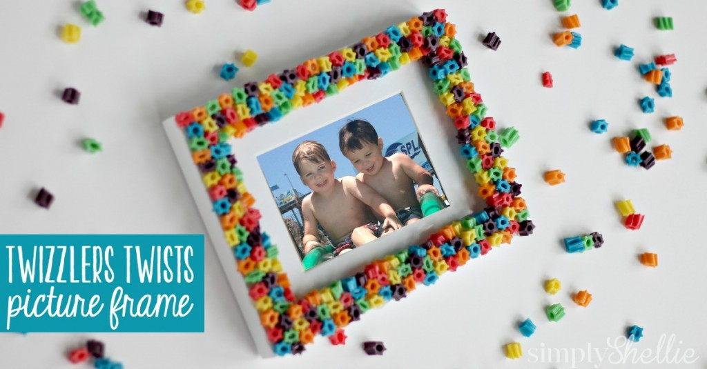 Kicking off one sweet summer with this Twizzlers Twists Picture Frame. Isn't it cute!? This is such a fun idea for little ones who can't quite manage Perler Beads yet. Plus, it's no big deal if they eat the pieces!
