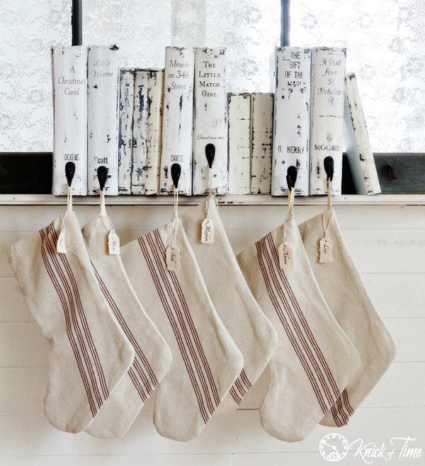 Christmas-Books-Stocking-Hanger