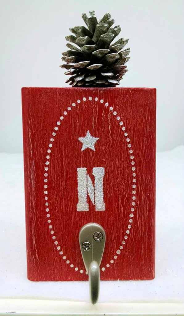 Stenciled Blocks with PInecones Wall Hanging Blocks tutorial via mlourdes